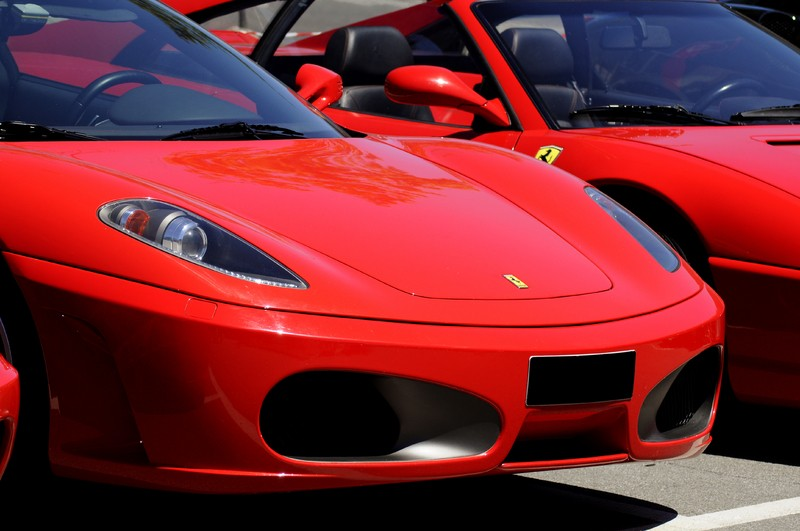 Anche le Ferrari si assicurano sul web